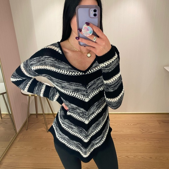 Long sleeve v cut knit sweater
